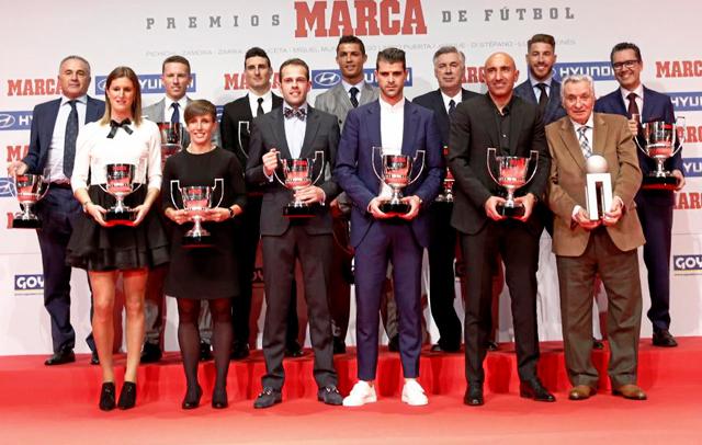 Ancelotti con el resto de premiados